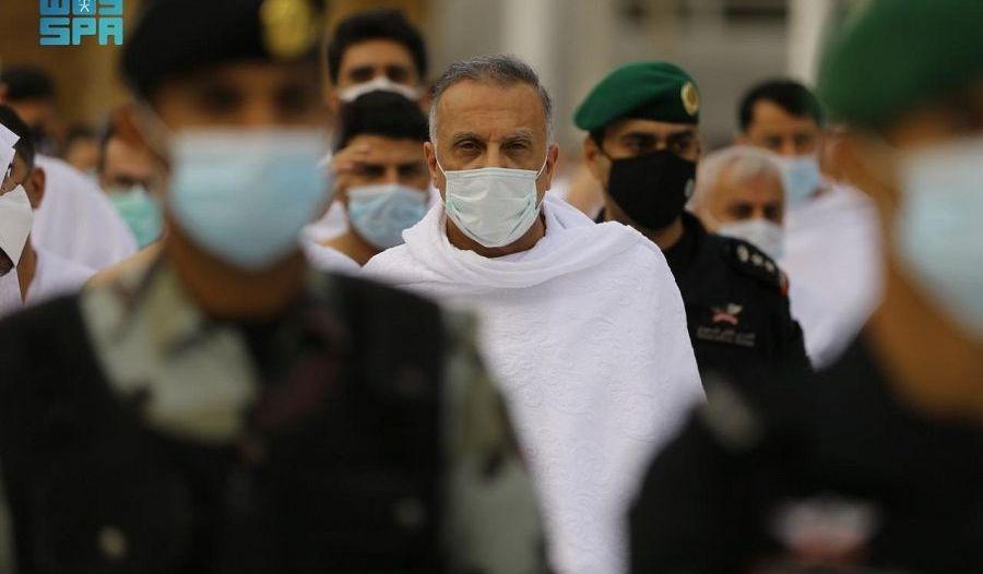 رئيس وزراء العراق يؤدي مناسك العمرة