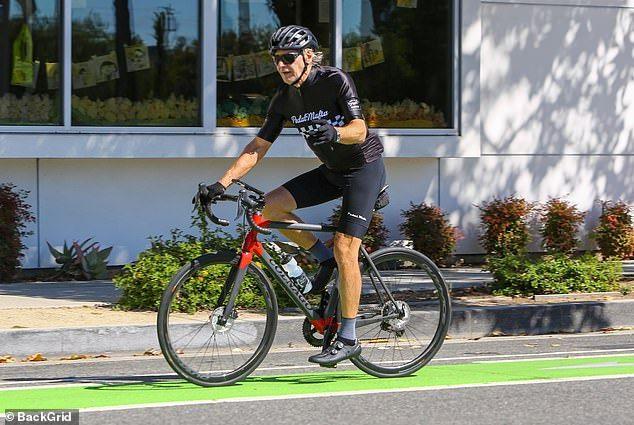 هاريسون فورد على الدراجة