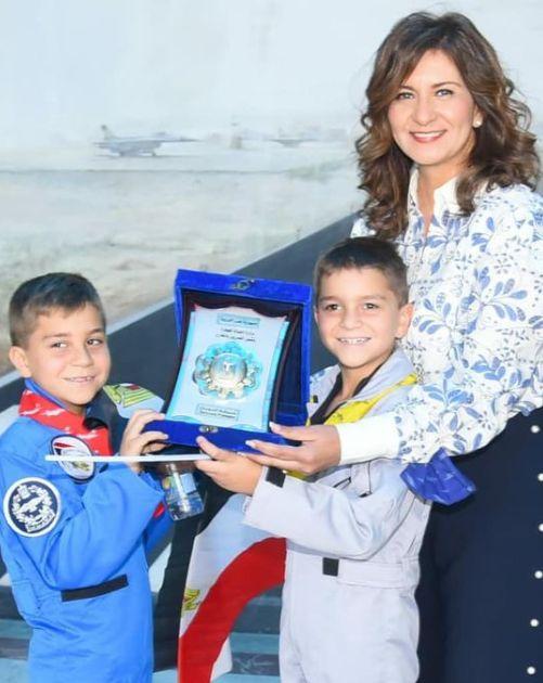 نبيلة مكرم والطفلين طارق وزين