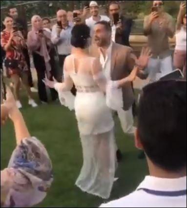 وصلة رقص بين محمد فراج وبسنت شوقى بعد عقد قرانها (1)