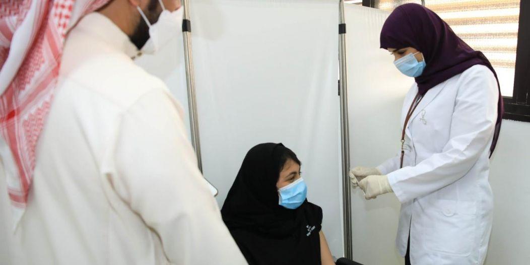 جرعات لقاح كورونا في السعودية تتجاوز 37 مليونًا و125 ألفًا