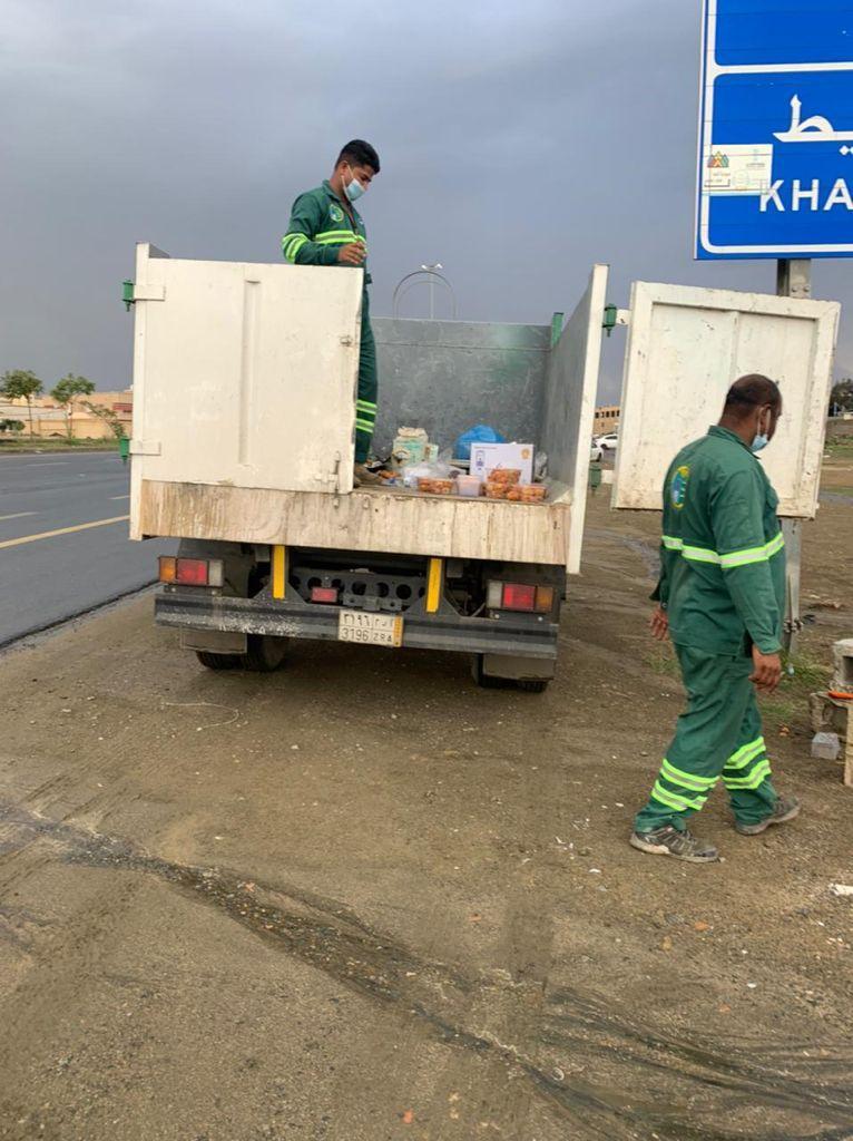 أمانة عسير تتعقب الباعة الجائلين وتضبط 660 بسطة مخالفة - المواطن