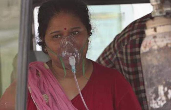 وفاة سيدة هندية بعد سحب أسطوانة الأكسجين منها وإعطائها لشخصية مهمة | فيديو