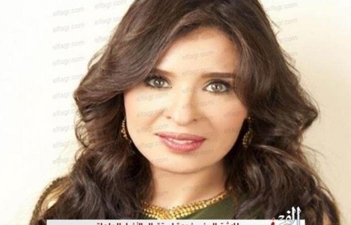 الراقصة دينا تدعو بالشفاء لسمير غانم ودلال عبد العزيز