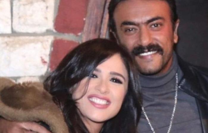 """ياسمين عبد العزيز تستطلع رأي الجمهور في """"اللي مالوش كبير"""""""