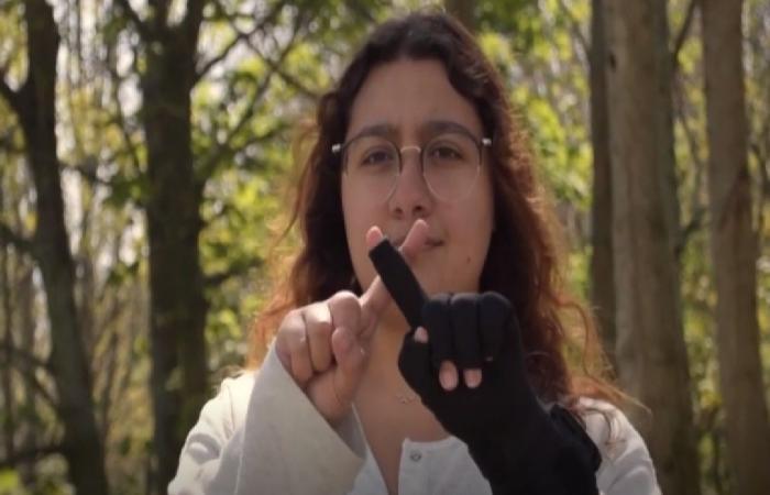 اختراع سعودي مذهل.. فتاة تبتكر قفازًا يترجم حركات اليد إلى 30 لغة