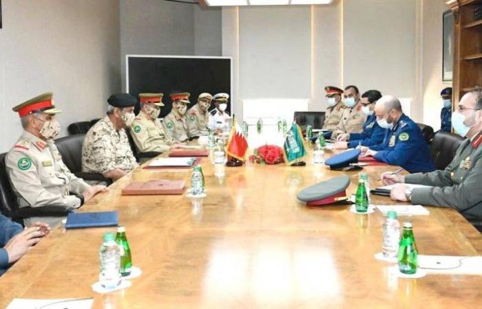 السعودية والبحرين تستعرضان العلاقات الثنائية في المجال العسكري وسبل تطويرها