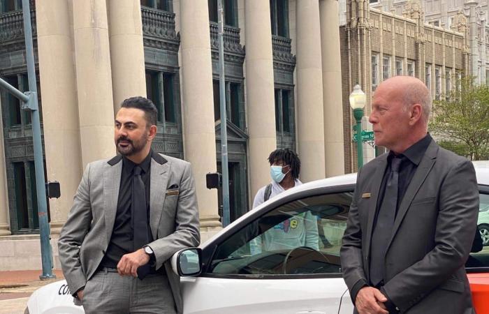 موقع عالمي يكشف مشاركة محمد كريم مع بروس ويليز في بطولة فيلم A Day to Die
