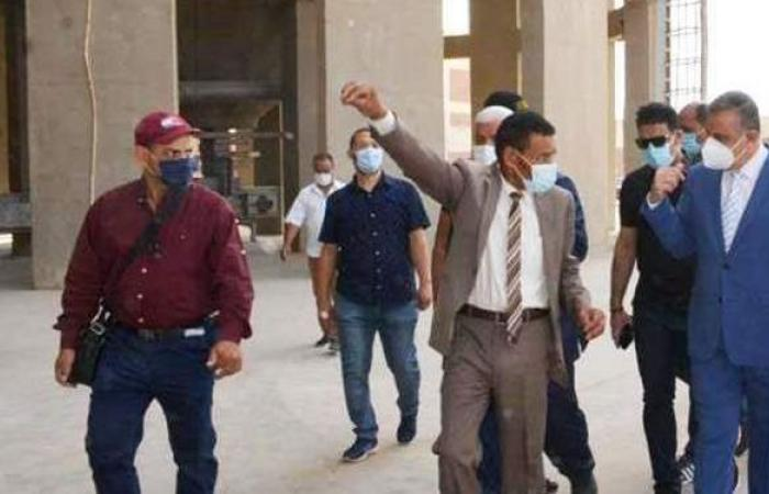 محافظ سوهاج يتفقد توريد القمح بمجمع صوامع غرب طهطا | صور