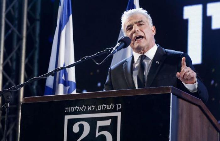 وكالة: زعيم المعارضة في إسرائيل يتفق مع غانتس ويقترب من الإطاحة بنتنياهو