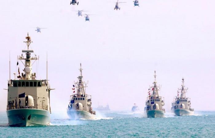 غرق سفينة «خارك» العسكرية الإيرانية بعد الفشل في السيطرة على حريقها
