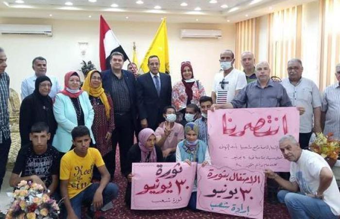محافظ شمال سيناء يحتفل مع ذوي الاحتياجات الخاصة بذكرى 30 يونيو