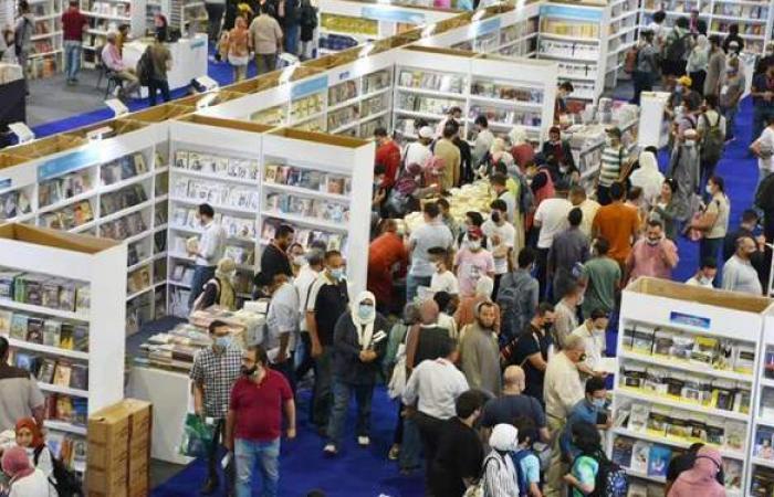 بعد ضبط 50 ألف كتاب مزور.. غلق جناح بسور الأزبكية في معرض القاهرة