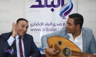 ضحكتك لسعة ربابة..علاء جانب يلقي أبرز قصائده الغزلية للمرأة.. شاهد