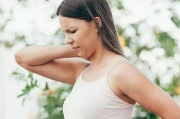 أعراض تدل على الإصابة بالتهاب الفقرات العنقية.. تعرف عليها
