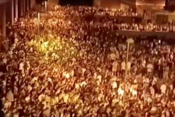 الشرطة الإسبانية تفشل في إخلاء حفل شراب غير مشروع بسبب أعداد المشاركين فيه