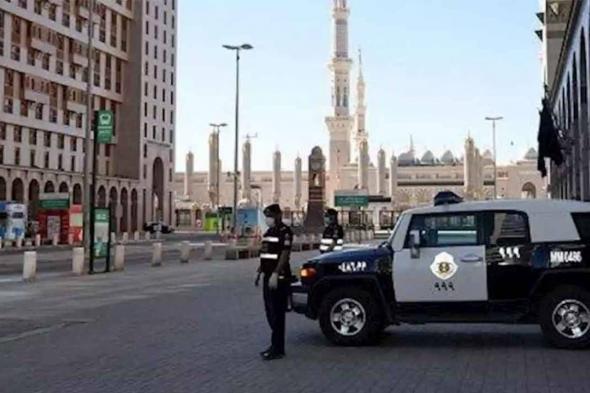 «شرطة مكة» تُطيح بمواطن تعمد صدم مركبة على أحد الطرق العامة